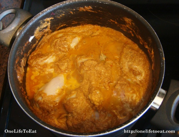 Add the marinated chicken to the curry paste and mix well